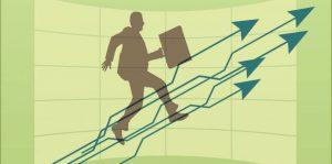 Desenho de um homem em fundo verde, setas que apontam para cima indicando desenvolvimento empresarial que seria consequência de um plano de carreira